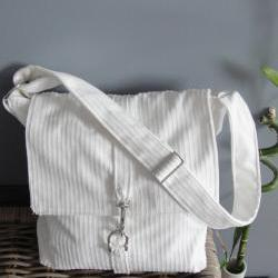 White shoulder bag, velvet